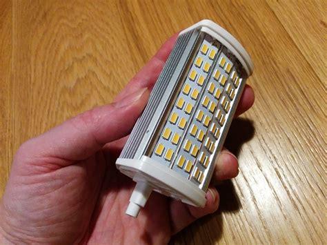 Redonner Vie à Un Lampadaire Halogène Grâce Aux Ampoules Led
