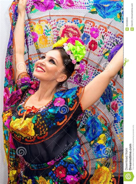 mexikanische frau mexikanische frau stockbild bild sch 246 n kleidung 95258843