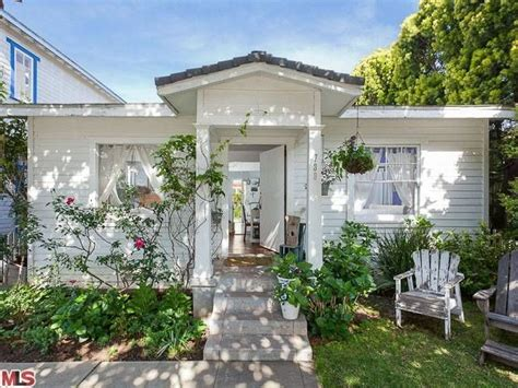 not shabby new westminster not so shabby but chic in venice rachel ashwell s new tiny beach bungalow tiny homes and