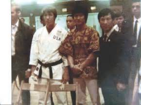 chuck norris and bruce lee fight las 25 mejores ideas sobre bruce lee chuck norris en