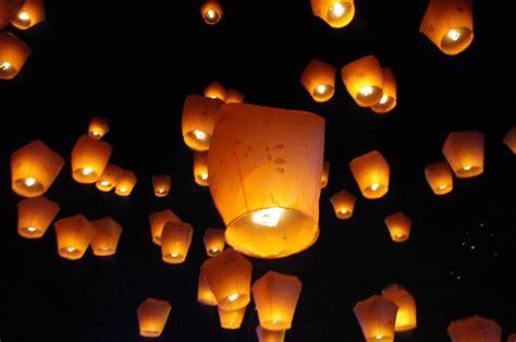 lanterns in the sky at sky lanterns 天燈 pottering about taipei 游逛在台北里