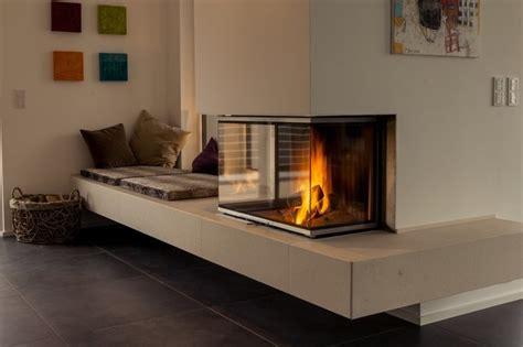 bilder wohnzimmer modern kamin mit bank modern wohn design