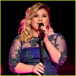 Kelly Clarkson Clarifies Reports That She Contemplated ...