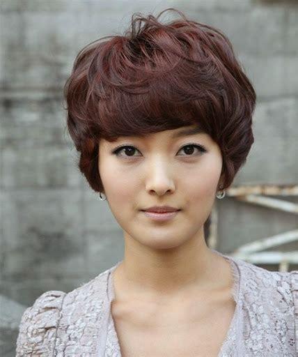 contoh rambut pendek wanita terbaru  perempuan