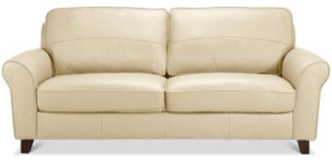 nettoyer un canapé en cuir avec du lait de toilette canapé simili cuir blanc salissant univers canapé