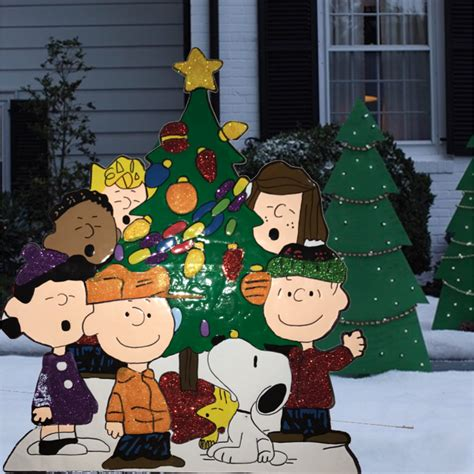 tis  season peanuts gang  tree yard art