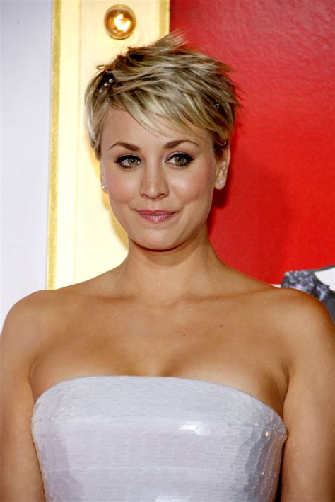 kaley cuoco kurzhaar kaley cuoco s new summer hairstyle is a total blast from the past