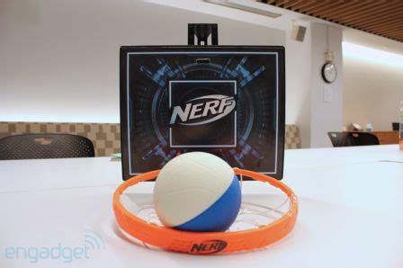 mini panier de basket pour chambre cyberhoop un panier de basketball miniature connecté à l
