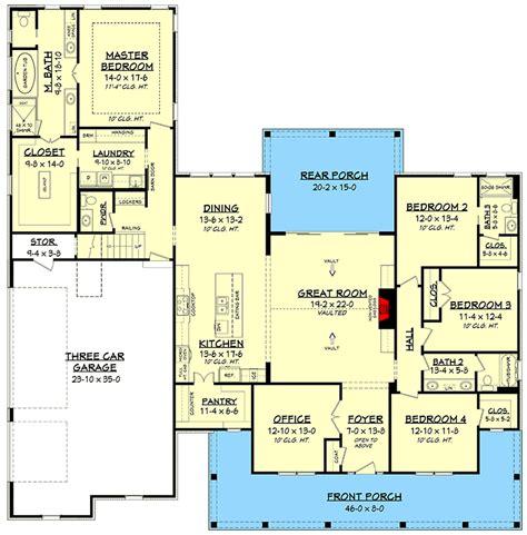 fresh  bedroom farmhouse plan  bonus room   car garage hz architectural