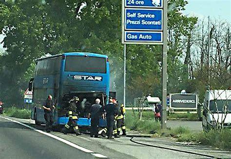 Linea Autobus Pavia by Lodi Notizie Ultima Ora Autobus In Fiamme Lungo La