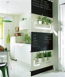 petite cuisine blanche rangement sur cloison amovible With optimiser une petite cuisine