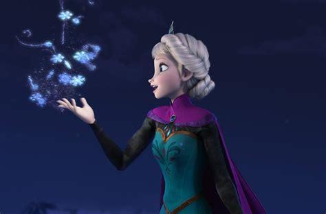 Watch Idina Menzel's Elsa Sing 'let It Go' From Frozen