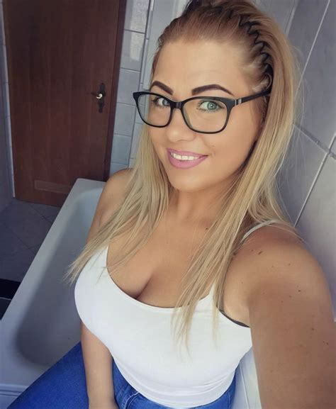 Pin On Women With Glasses Smart Is So Sexy