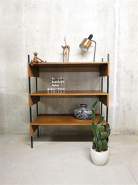 industriele vintage wandkast boekenkast bestwelhip
