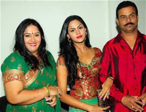 old malayalam actress karthika family youngworld karthika family