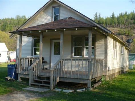 3 Bedroom, 2 Bath Quiet Neighborhood House For Rent May