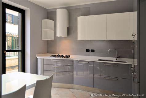 Cucina laccata lucida elementi curvi Claudia Brachini