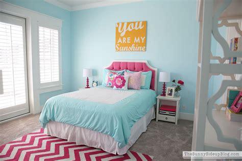pink  aqua blue preteen girls bedroom