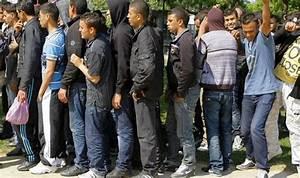 EU migrants face new benefit sanction rules | Politics ...