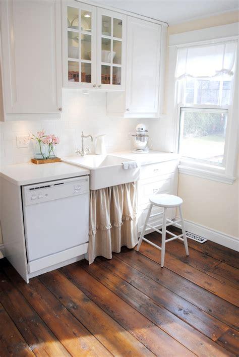 canadian cottages diy barnboard floors  inspired room