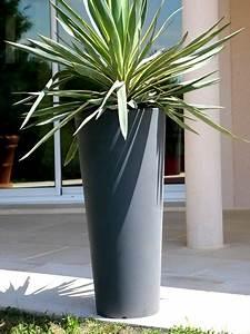 pots de fleurs et bacs ronds designs en resine plastique With chambre bébé design avec pot de fleur contemporain