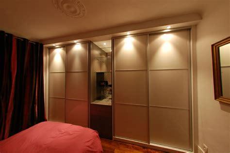 les placards de chambre a coucher la porte de placard coulissante 104 cool modèles