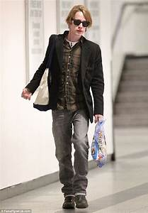 Macaulay Culkin looks happy and healthy as he jets Home ...  Macaulay