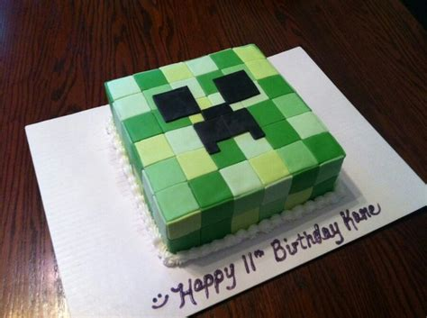 minecraft creeper cake made with fondant time