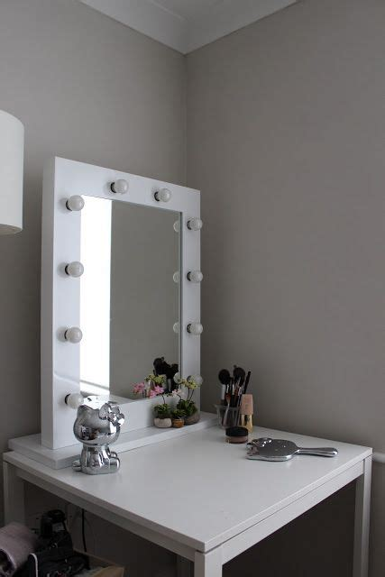 25 best ideas about mirror with light bulbs on
