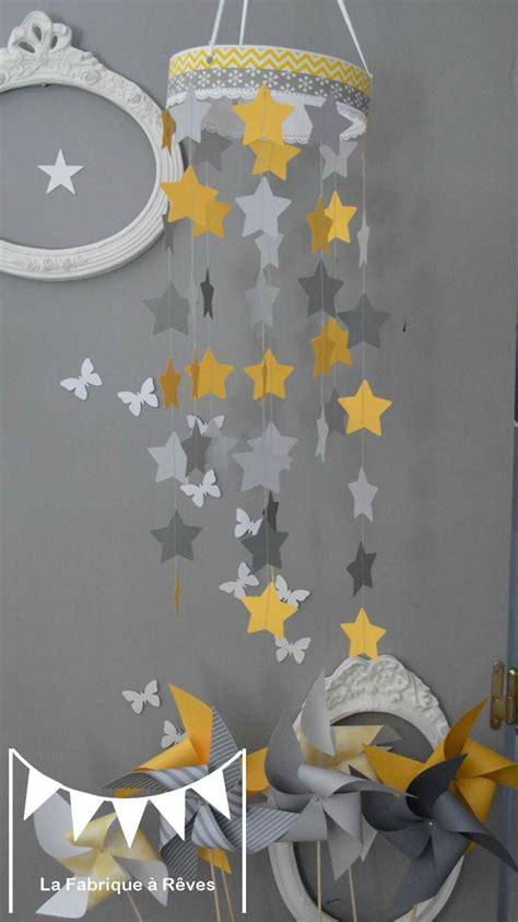 chambre bébé jaune et gris 17 meilleures idées à propos de mobile étoiles sur