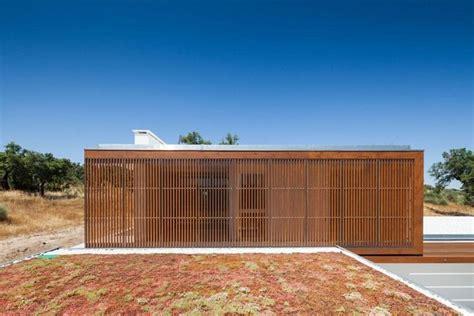 Moderne Häuser Portugal by Minimalistisch Wohnen Moderne Fassade Aus Holzlamellen