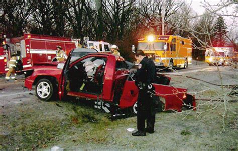 Frosty Crash 2006 Chevrolet Colorado Elgin, Il.. Bowes Rd