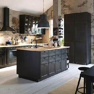 Cuisine noire avec ilot ikea et murs en brique for Peindre son parquet en gris 10 cuisine noire avec ilot ikea et murs en brique