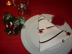 Tannenbaum Aus Serviette Falten : servietten falten zu weihnachten 20 originelle tischdeko ~ Lizthompson.info Haus und Dekorationen