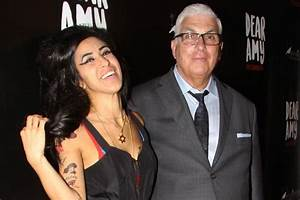 Mitch Winehouse shares tender moment with Amy lookalike ...