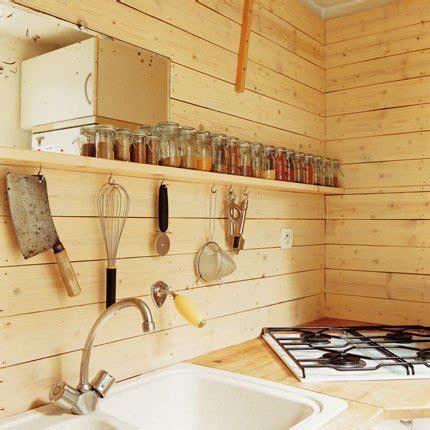 planche cuisine une cuisine en bois pour une ambiance chalet de montagne