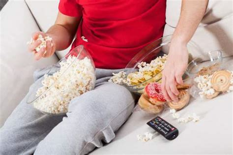 26 Bad Habits That Lead To Weight Gain