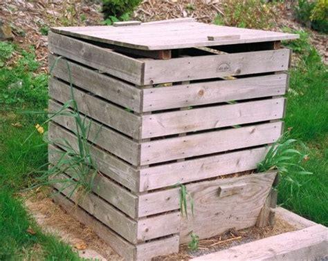 wooden compost bin 9 ideas for a wooden pallet compost bin 101 pallets 5191