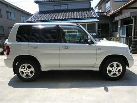 mitsubishi pajero io mitsubishi pajero io active field edition 1 8 2005 used