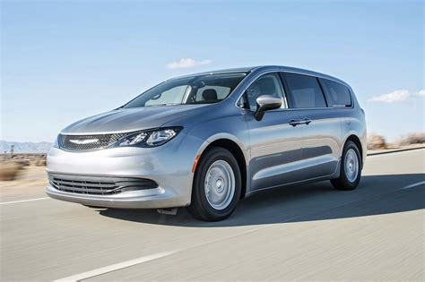 2017 Chrysler Pacifica Touring First Test Review