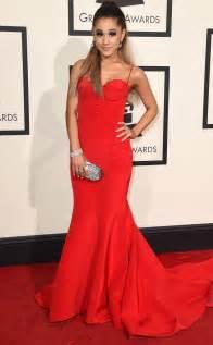 Résultat d'images pour ariana en robe rouge