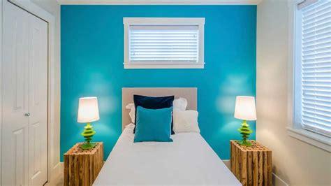 dormitorio azul  blanco gris claro turquesa plata