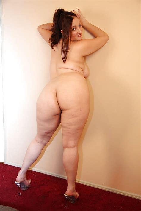 Smiley latina plumper Sonia Blaze gets rid of her clothes - PornPics.com