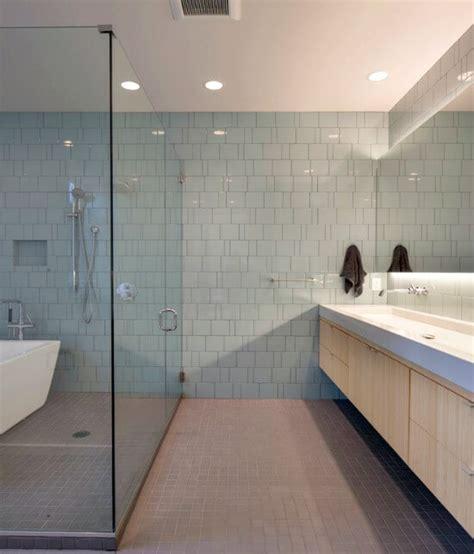 Tegels badkamer schoonmaken met schoonmaakazijn