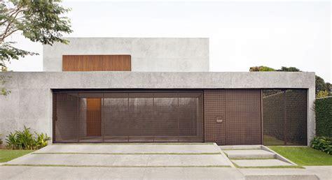 model pintu garasi minimalis kayu besi  harga