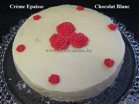 cuisine caravane gâteau au chocolat au lait et glaçage au chocolat blanc