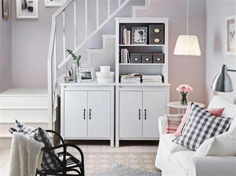 Ikea Kleines Wohnzimmer by Ein Helles Wohnzimmer Mit Brusali Hochschrank Mit T 252 R In
