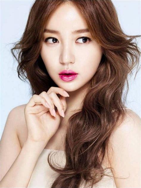 korean artist hairstyles  park shin hye long curly