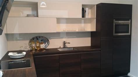 cuisine design le havre cuisine en bois foncé avec meuble haut coulissants