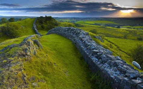 Hd Hadrians Wall In Northern Britain Wallpaper Download Free 71475